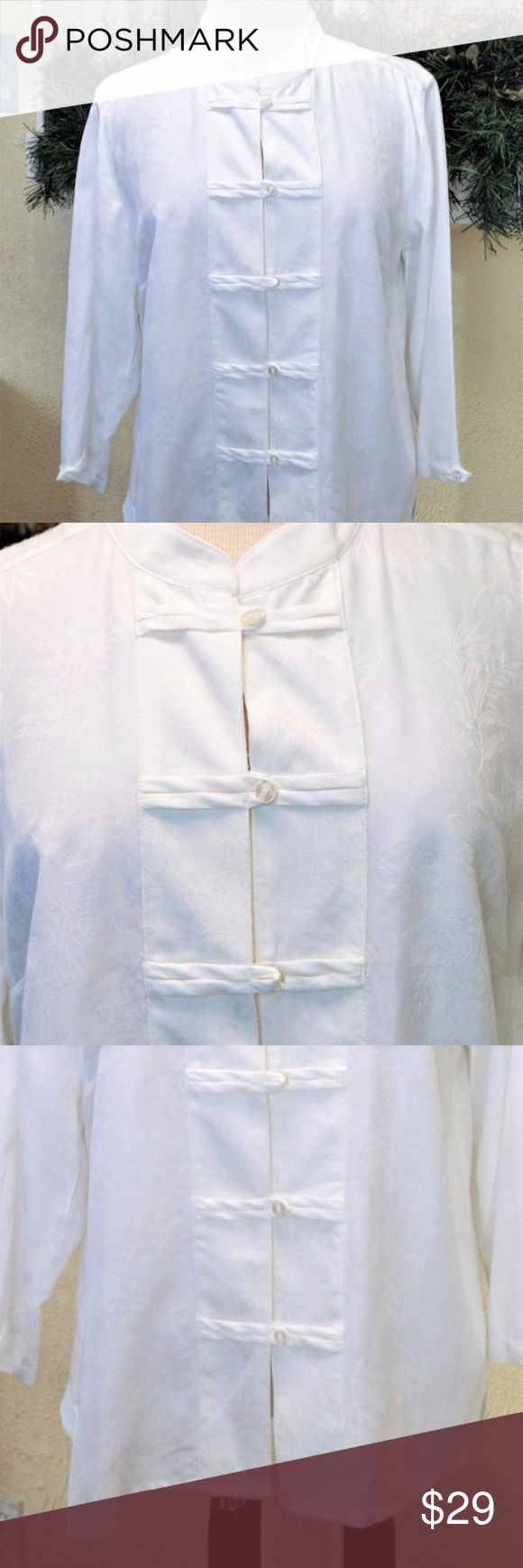 """NEW Mandarin Collar Shirt L White Asian Style Christopher & Banks Floral Jacquard Mandarin Collar Blouse Mandarin collar Fabric strips create accents and button loops 3/4 sleeves 3rd button is unbuttoned Square hem with side slits Floral jacquard fabric Rayon Polyester blend  Size: Large   Colors: White Style: Button Front Blouse Fabric Content: 73% Rayon 27% Polyester ( No Spandex)   Measurements: Bust-41"""" Waist-42"""" Hips-42"""" Sleeve(midneck/cuff)-24.5"""" Underarm/cuff-12"""" Shoulder/hem-24""""…"""