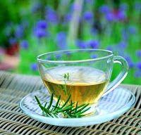 Totul despre ceai: Ceaiul de cimbru, bun în durerile menstruale