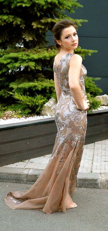 Rochie din tulle si paiete. Model #custommade #Noomi. www.noomi.ro
