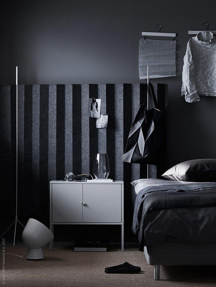 IKEA PS 2017bordslampa,LIXHULT,IKEA PS2017 vas.OSTEDmatt. SängSKOTTERUD med bäddmadrassTUSSÖY.ÄNGSLILJApåslakan. NACKSTAram.