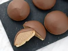 Chokladbiskvier med dulce de leche | Recept från Köket.se