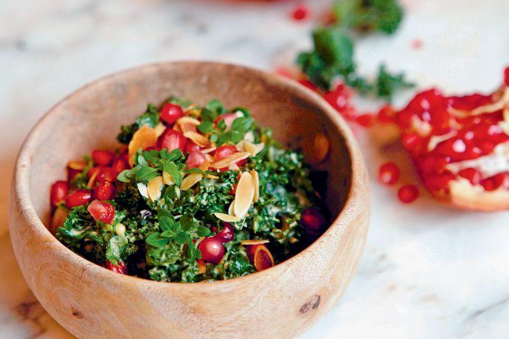 Salade de grenade et kale sauce César. Publié par NATURALIA. Retrouvez toutes ses recettes sur youmiam.com.