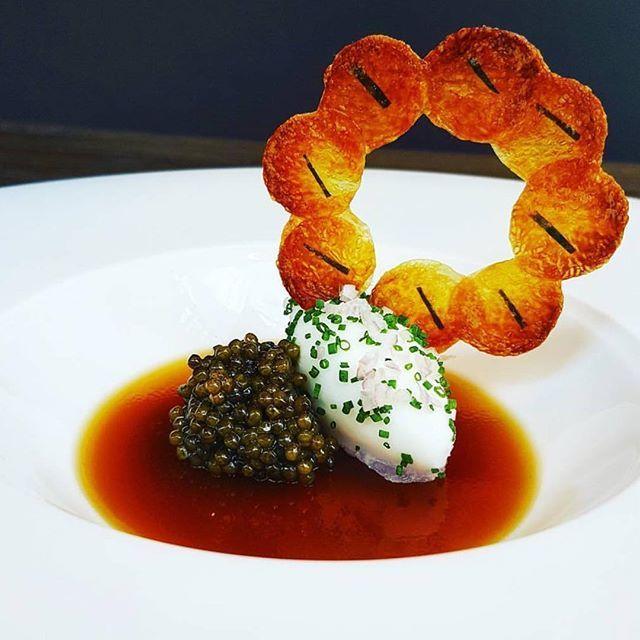Osetra caviar, crème fraîche, roasted potato gelée, pomme maxim by @edscarpone #rollwithus #chefsroll
