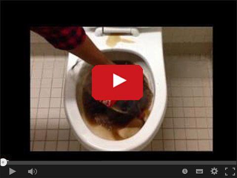 Coca Cola do mycia toalety w serwisie www.smiesznefilmy.net tylko tutaj: http://www.smiesznefilmy.net/coca-cola-do-mycia-toalety