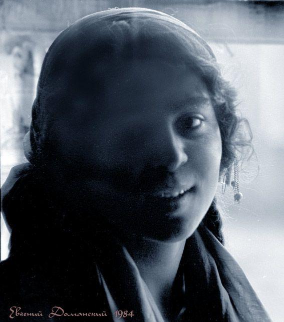 Цыганские лица. Фотографии Евгения Доманского. Галерея 7.