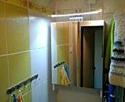 Koupelnová skříňka s osvětlením a zrcadlem  Cca 2500 kč
