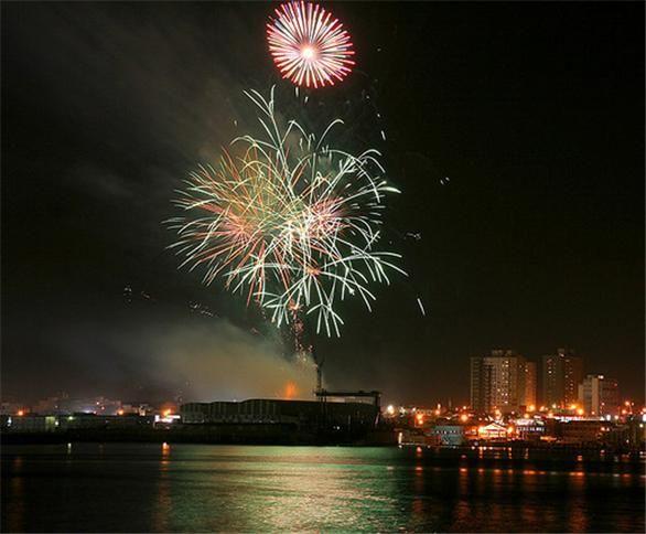 Fuegos pirotécnicos y festejos de Navidad y Año Nuevo - #AccidentesDeNavidad, #FuegosArtificiales, #FuegosPirotécnicos http://navidad.es/15447/fuegos-pirotecnicos-y-festejos-de-navidad-y-ano-nuevo/