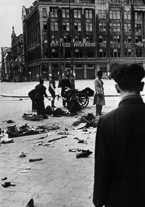 Kryn Taconis HOLLAND. Amsterdam. May 7th, 1945. The resistance takes part in the liberation of the city.