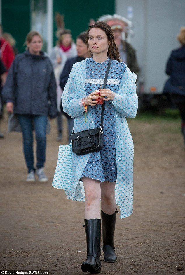 Sophie Ellis-Bextor.. Glastonbury.. love the polka dot rain coat..... - Celebrity Fashion Trends