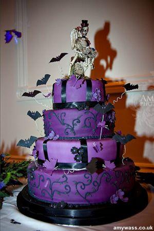 halloween-weddingcake-                                                                                                                                                                                 Plus