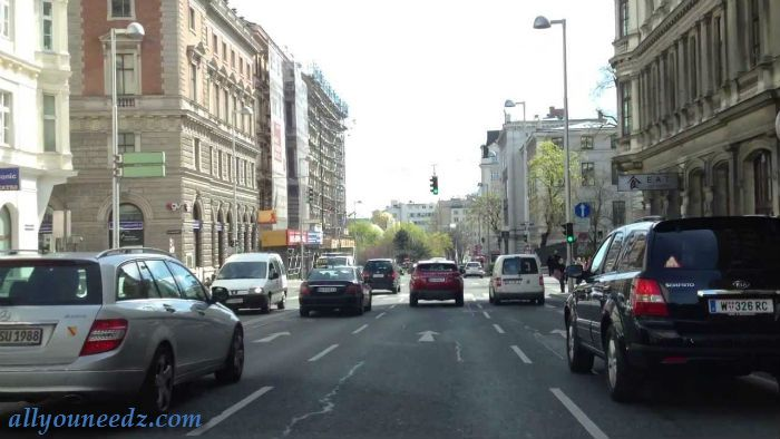 vienna city is a city with impressive history with main draws like the imperial architecture,handsome palaces, Fantastique parks and luxurious museums.