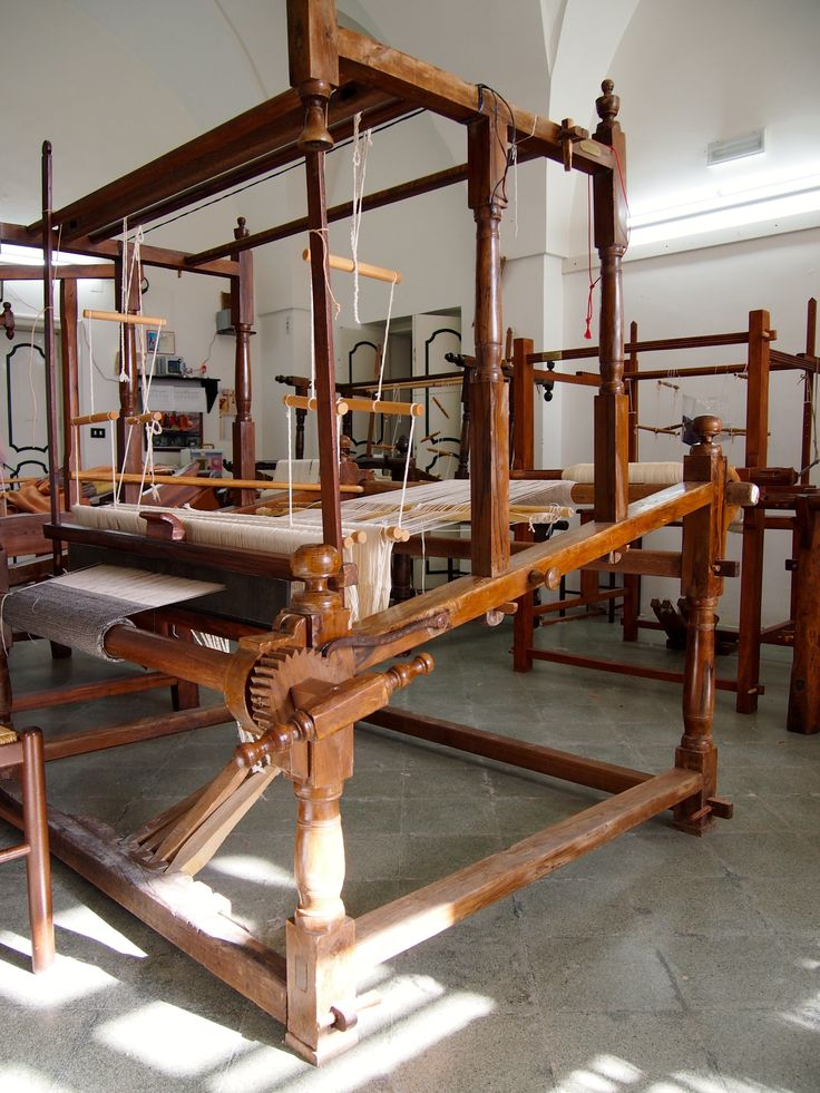 Old weaving loom - Italy Photo : Laure Kasiers