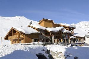 Frankrijk Franse Alpen Tignes  De luxe residence CGH Le Jhana ligt op een top locatie aan de rand van de bruisende wijk Val Claret. Bind je ski's onder en glij naar de dichtstbijzijnde skilift op ca. 300 meter. Aan het einde...  EUR 1486.00  Meer informatie  #vakantie http://vakantienaar.eu - http://facebook.com/vakantienaar.eu - https://start.me/p/VRobeo/vakantie-pagina