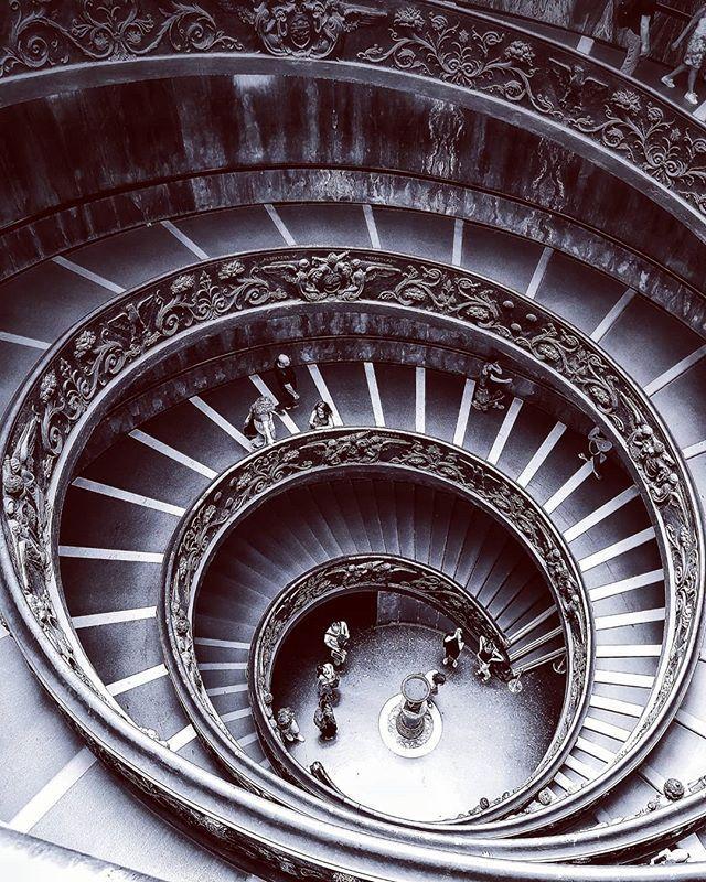 A Double Helice L Escalier De Bramante Aux Museesduvatican Musei Vaticani Museivaticani Vatican Cittadelvaticano Escalierdebramante Bramantestaircase