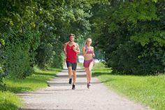 Abnehmen durch Laufen funktioniert, wenn du die Kraftstoff-Diät berücksichtigst. Mit unserer Plänen bleiben bis zu 7 Kilo in 8 Woche auf der Strecke