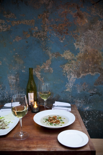 Nicole Franzen Photography | August Restaurant     I am fascinated by this wall. How beautiful.
