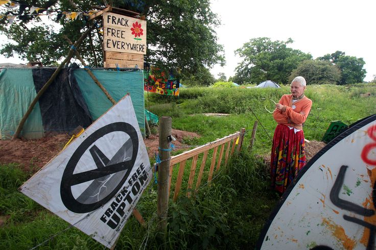 Fashion icon visits fracking protest camp: 'Upton Chester: Vivienne Westwood meets protesters at Duttons Lane camp in Upton - Chester http://www.chesterchronicle.co.uk/news/chester-cheshire-news/upton-chester-vivienne-westwood-meets-7253199