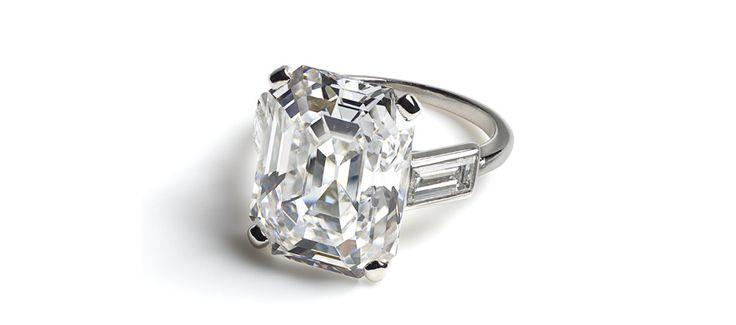 Bague de fiançailles en platine, diamants baguette et un diamant taille émeraude de 10.48 carats, de la Princesse Grace de Monaco. Cartier Paris, 1956 http://www.vogue.fr/joaillerie/a-voir/diaporama/cartier-exposition-bijoux-20eme-siecle-au-denver-art-museum/21169/image/1112821#!bague-de-fiancailles-en-platine-diamants-baguette-et-un-diamant-taille-emeraude-de-10-48-carats-de-la-princesse-grace-de-monaco-cartier-paris-1956-palais-princier-de-monaco