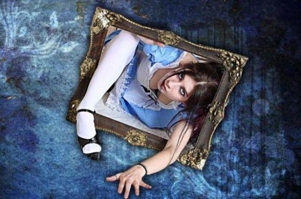 Alice non abita più qui ... Comunque, considerando i miliardi di televisioni, cinema, cellulari, computer, tablet dentro i quali miliardi di occhi si ficcano a tutte le ore, viene da chiedersi quanto manchi a passare tutti dall'altra parte per farci una bella giocata con Bianconiglio e il Cappellaio matto. http://piergiuseppecavalli.com/2016/07/30/alice-non-abita-piu-qui/