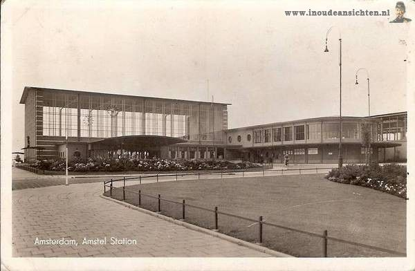 1940. A view of the Muiderpoortstation in Amsterdam-Oost. The Muiderpoort is a railway station located at about 4 km southeast of the Amsterdam Centraal Station. It was reopened on 15 October 1939 after being first opened in 1896. From 1896 to 1937 it was a stop on the railway line from Amsterdam to Hilversum, north of the current station. The current Muiderpoortstation is located 4 km southeast of the Amsterdam Centraal Station. Photo Hans De Korte. #amsterdam #1940 #Muiderpoortstation