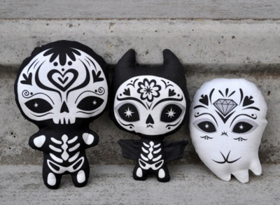 little black and white skeletal dia de los muertos figures