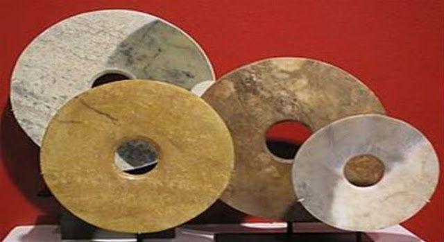 Οι παράξενοι δίσκοι των Dropa Σύμφωνα με το μύθο, ο καθηγητής Chi Pu Tei οδήγησε μια αποστολή στα σύνορα της Κίνας και του Θιβέτ, στα βο...