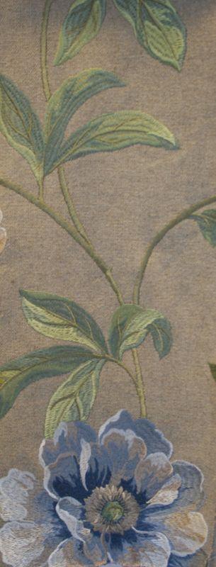 """Tkanina """"Eden"""" - kwiatowy wzór. Naturalna tkanina z lnu i sztucznego jedwabiu. Naturalny splot oraz piękny kwiatowy haft. Sprawdzi się w każdej formie dekoracji: jako zasłona marszczona, na szelkach, roleta rzymska czy jako narzuta na łóżko."""