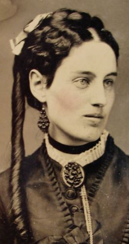 TINTYPE-PHOTO-EXCEPTIONAL-BEAUTIFUL-YOUNG-WOMAN-WEARS-FABULOUS-MOURNING-JEWELRY