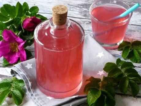Pyszna lemoniada o nieziemskim aromacie róży. Spróbuj, jaka dobra!