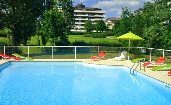 Park&Suites Elégance Genève Aéroport*** - Piscine  #geneve #apparthotel #hotel #piscine http://www.parkandsuites.com/fr/apparthotel-geneve-aeroport