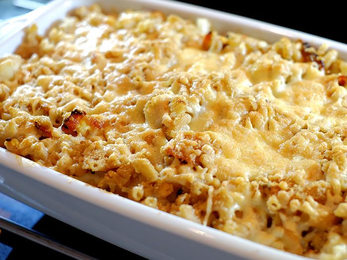Macaroni ovenschotel met bloemkool, bacon en kaas