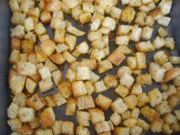 Cesnakové krutóny - Recept pre každého kuchára, množstvo receptov pre pečenie a varenie. Recepty pre chutný život. Slovenské jedlá a medzinárodná kuchyňa