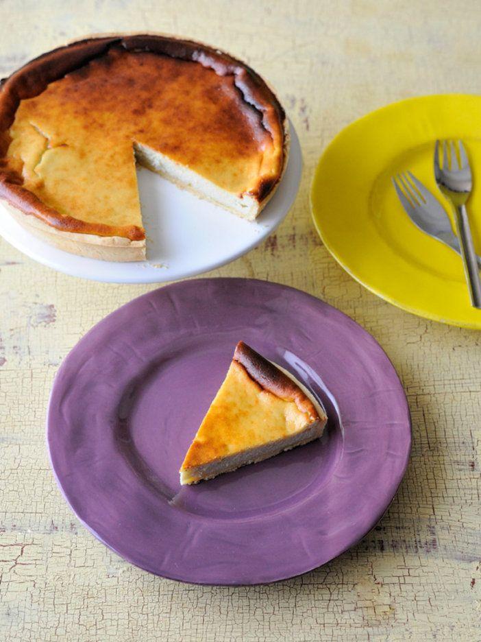 ロックフォール村ではおなじみのチーズのタルト。本来は羊のリコッタチーズを使う。ここでは牛乳のリコッタチーズにロックフォールチーズを加えてアレンジ。|『ELLE a table』はおしゃれで簡単なレシピが満載!