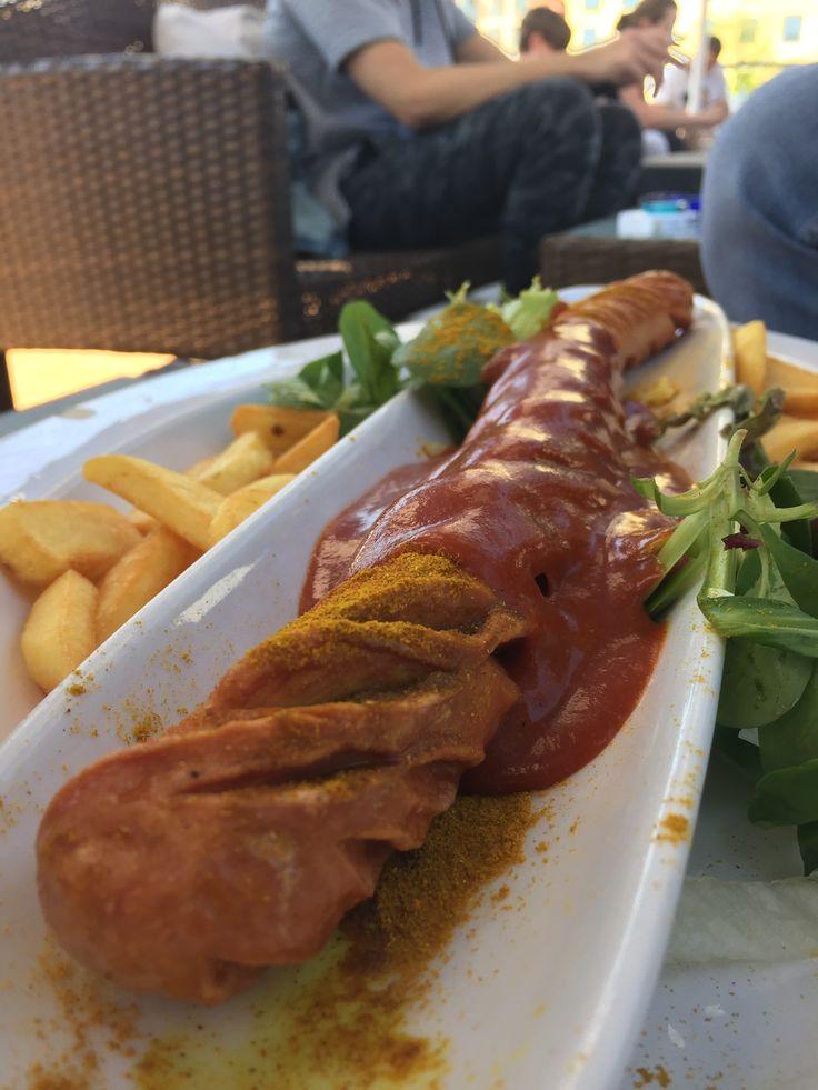 """Provar o famoso currywurst - Lista """"13 coisas para fazer em Berlim em 2 dias""""."""