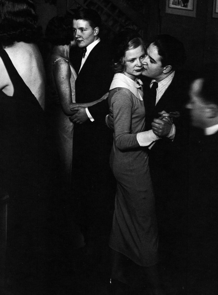 midnightmartinis:  ladies at the monocle, 1932 - by brassaï