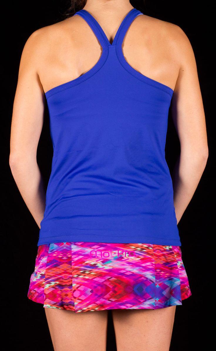 camiseta color zafiro con falda estampada tono rosa y azul, muy atrevido y comodo