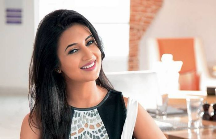 #DivyankaTripathi Fantastic Reply to a Fan's Rude Comment on Vivek