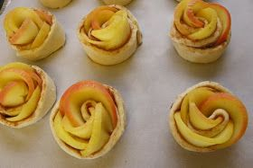 When I saw these beautiful pastries, I said to myself - I have got to absolutely try these ! And soon !   I got inspired by two blogs foun...