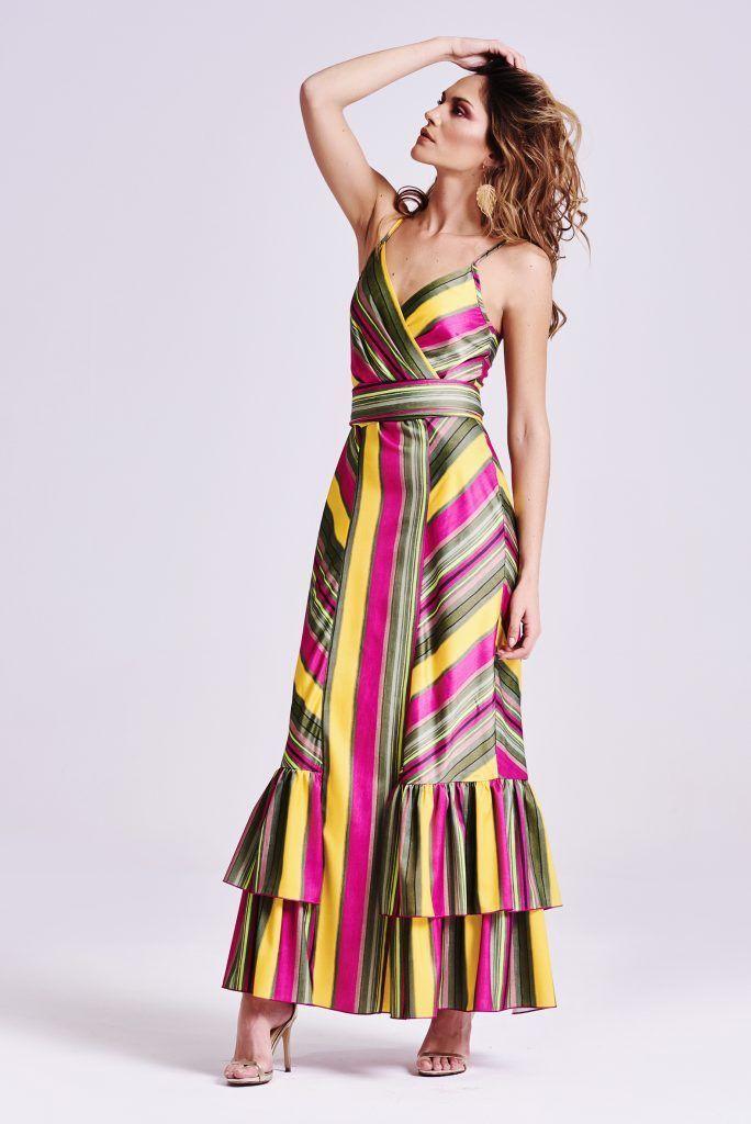 26572774011 Vestido largo de tirantas con rayas multicolor estilo tropical.