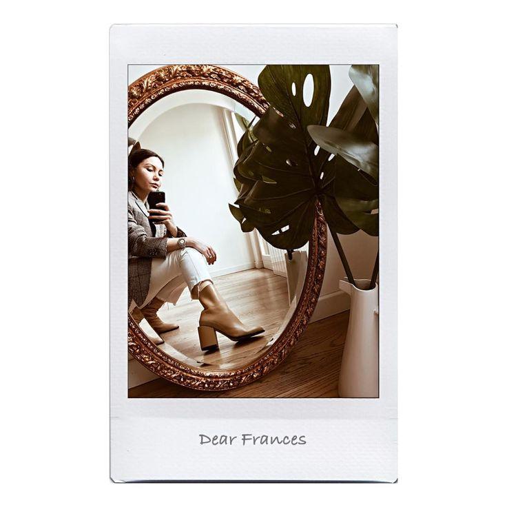 Saturday mood  Amo vestir con colores claros de invierno  botas beige @dear_frances  jeans blancos @jcrew Y blazer  son mis básicos  Preferidos!!! Feliz fin de semana gente  . . . . . .#pfw #parigina#influencer #paris#milano#france#boots#influencer#italianinfluencer#bloggerargentina#luxury #parisfashionweek#