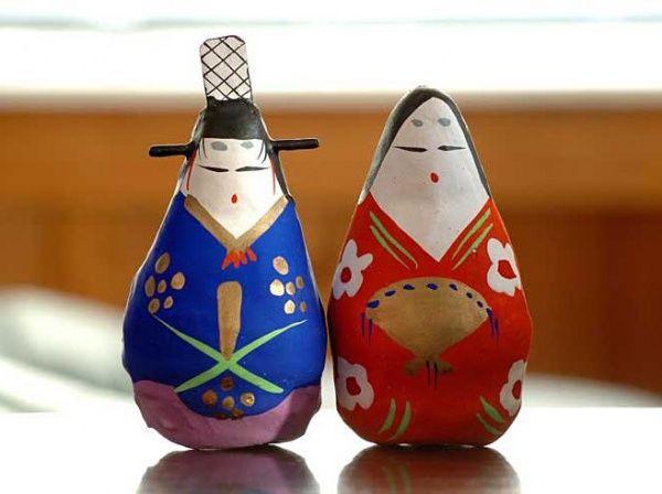 Des poupées traditionnelles japonaises vendues en soutien aux victimes de Fukushima.