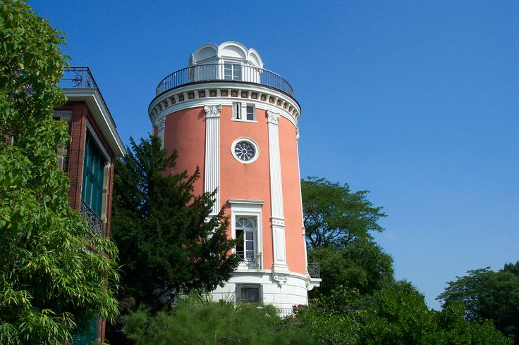Elisenturm (a torre de Elise) é uma torre de observação com 21 metros de altura em Wuppertal, no estado de Renânia do Norte-Vestfália, Alemanha. Recebeu este nome em honra de Elisabeth Ludovika da Baviera, chamada Elise, a esposa de Frederico Guilherme IV da Prússia. O fabricante têxtil e conselheiro Engelbert Eller construiu-a em 1838 sobre a base de um velho moinho de vento de 1812, como uma torre observatório.  Fotografia: Atamari.