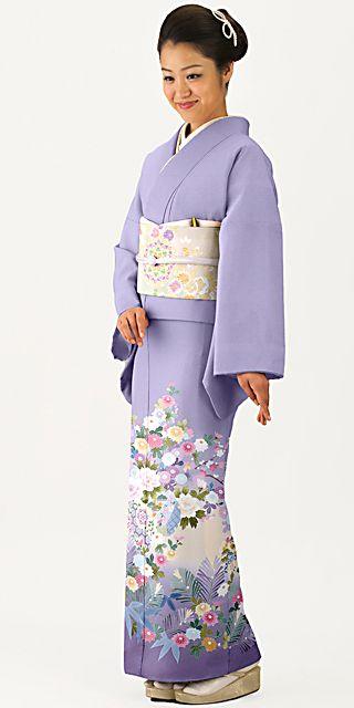 高貴な印象の紫に藤の模様の色留袖。結婚式にぴったりの色振袖まとめ。ウェディング・ブライダルの参考に