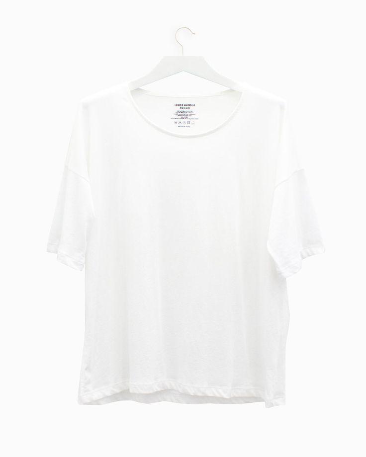 Lebor Gabala white t-shirt round neck- Arropame...  #bilbao #singenero #leborgabala #fashion #fw2015  http://arropame.com/producto/lebor-gabala-camiseta-blanca-cuello-redondo/