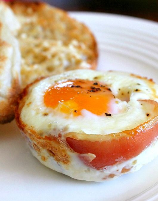 Baked Pancetta Egg Cups - these look good and easy!