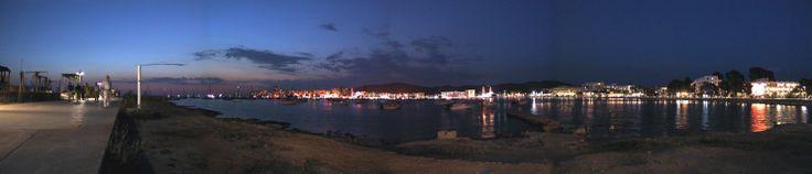 Panorámica nocturna de la bahía de San Antonio Abad, Ibiza. Islas Baleares. Spain.   [By Valentin Enrique].
