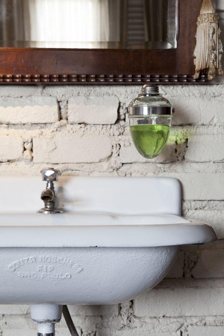 Open house - Cláudio Brandi. Veja: http://www.casadevalentina.com.br/blog/detalhes/open-house--claudio-brandi-2967 #decor #decoracao #interior #design #casa #home #house #idea #ideia #detalhes #details #openhouse #style #estilo #casadevalentina #bathroom #banheiro #lavabo