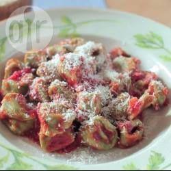 Tortellini de espinafre com ricota @ allrecipes.com.br - Tortellini é uma massa em forma de anel originária da região italiana de Bolonha. Essa é uma versão vegetariana muito popular na Itália.