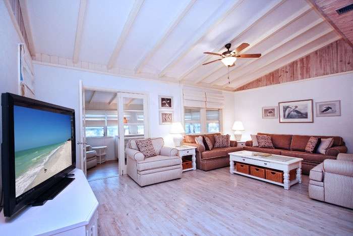 Modern beach house with hardwood flooring