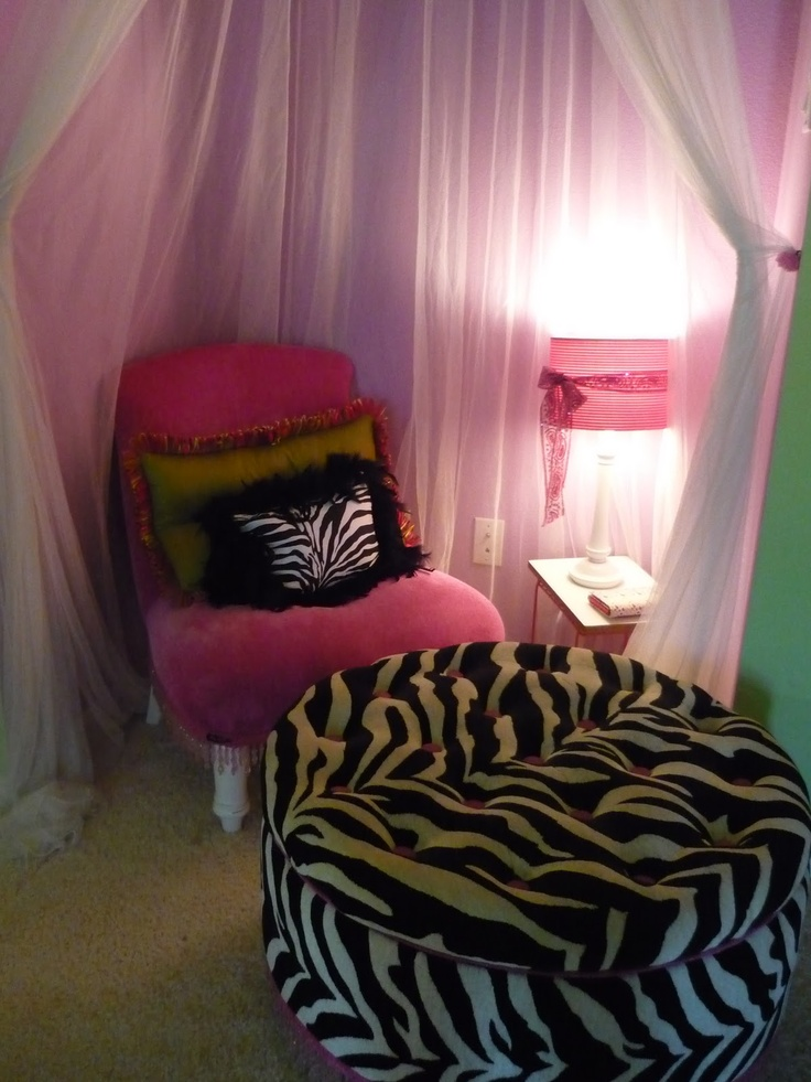 Zebra room- a cute little area for your child to sit and read (more like get on their ipod, lol)